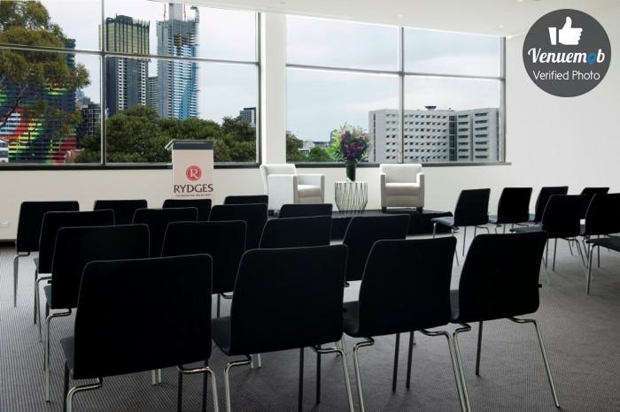 Rydges Melbourne Orbit Room